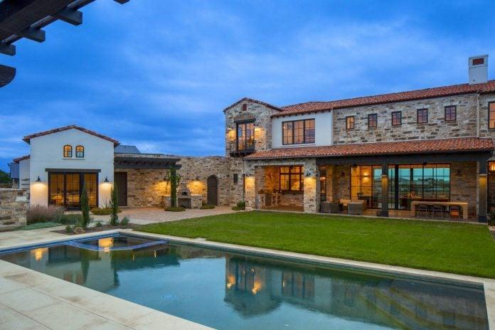 contemporary-italian-farmhouse-texas-rustic-style-steel-elements-designed-vanguard-studio-inc-13