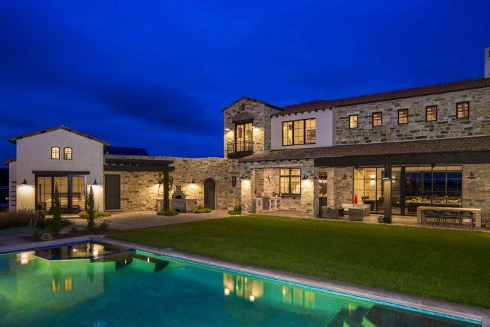 contemporary-italian-farmhouse-texas-rustic-style-steel-elements-designed-vanguard-studio-inc-14