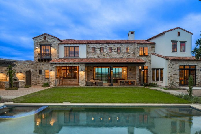 contemporary-italian-farmhouse-texas-rustic-style-steel-elements-designed-vanguard-studio-inc-15