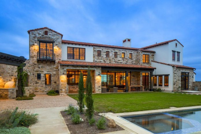 contemporary-italian-farmhouse-texas-rustic-style-steel-elements-designed-vanguard-studio-inc-16