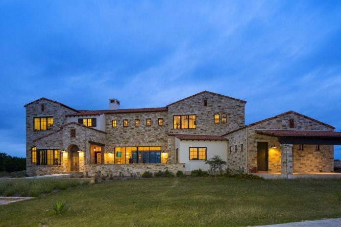 contemporary-italian-farmhouse-texas-rustic-style-steel-elements-designed-vanguard-studio-inc-18