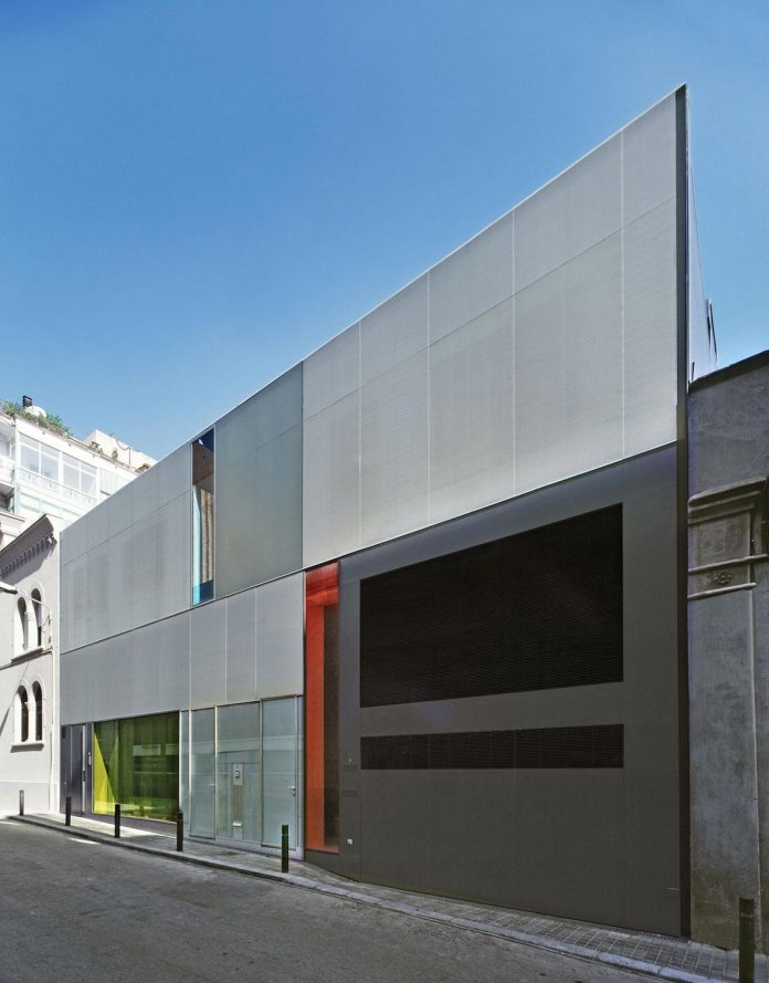 contemporary-open-plan-space-apartment-barcelona-designed-gca-architects-01