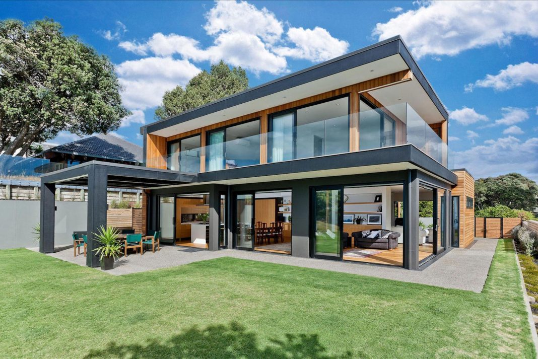 Contemporary Rothesay Bay residence located in Auckland, New Zealand designed by Creative Arch