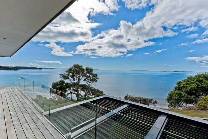 contemporary-rothesay-bay-residence-located-auckland-new-zealand-designed-creative-arch-04