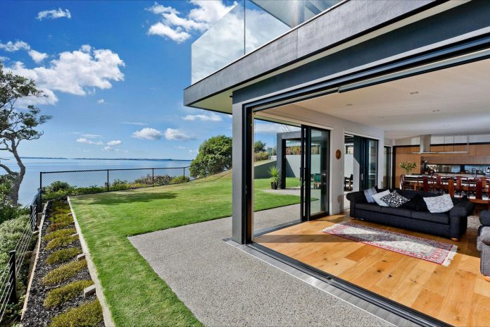contemporary-rothesay-bay-residence-located-auckland-new-zealand-designed-creative-arch-05