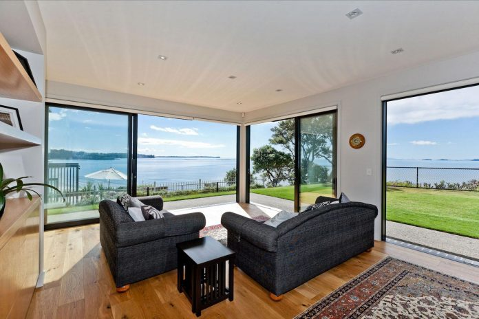 contemporary-rothesay-bay-residence-located-auckland-new-zealand-designed-creative-arch-08