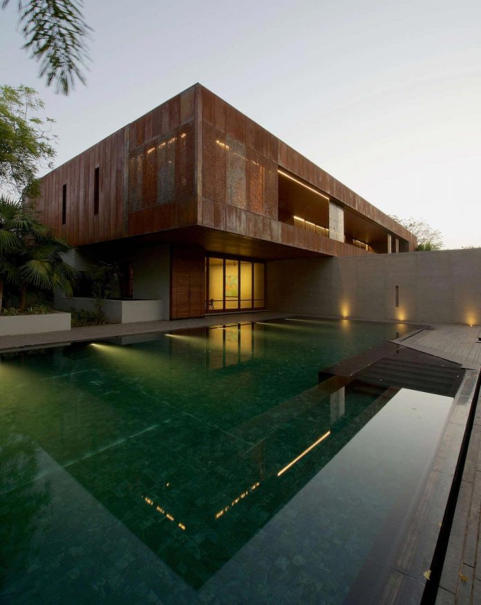 contemporary-two-storey-diya-residence-located-ahmedabad-india-spasm-design-architects-01