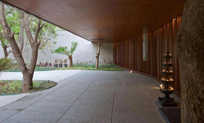 contemporary-two-storey-diya-residence-located-ahmedabad-india-spasm-design-architects-02