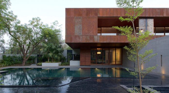 contemporary-two-storey-diya-residence-located-ahmedabad-india-spasm-design-architects-08