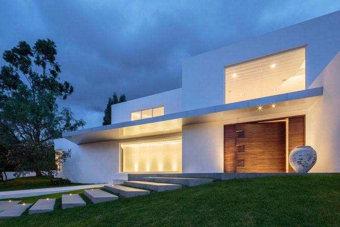 cumbaya-ultramodern-white-house-diego-guayasamin-arquitectos-04
