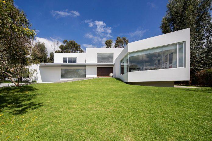cumbaya-ultramodern-white-house-diego-guayasamin-arquitectos-05