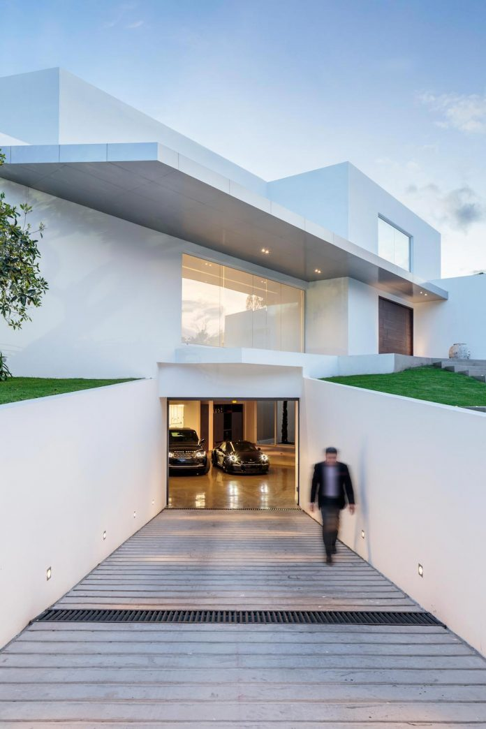 cumbaya-ultramodern-white-house-diego-guayasamin-arquitectos-06