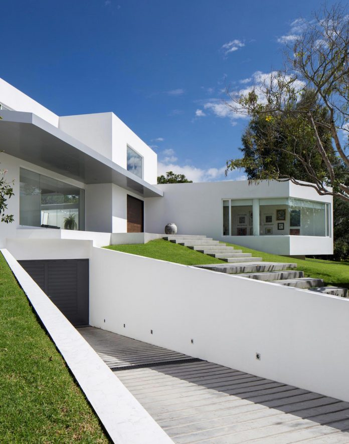 cumbaya-ultramodern-white-house-diego-guayasamin-arquitectos-08