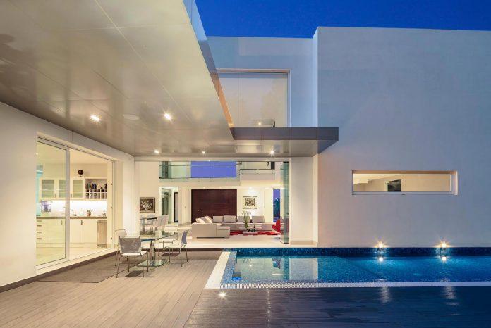 cumbaya-ultramodern-white-house-diego-guayasamin-arquitectos-09