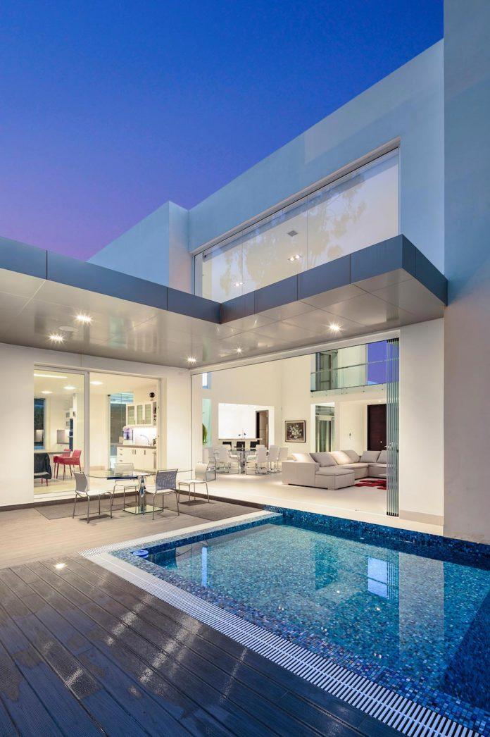 cumbaya-ultramodern-white-house-diego-guayasamin-arquitectos-10