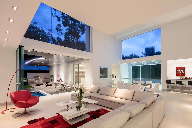 Cumbaya Ultramodern White House By Diego Guayasamin Arquitectos  # Muebles Cumbaya Ecuador