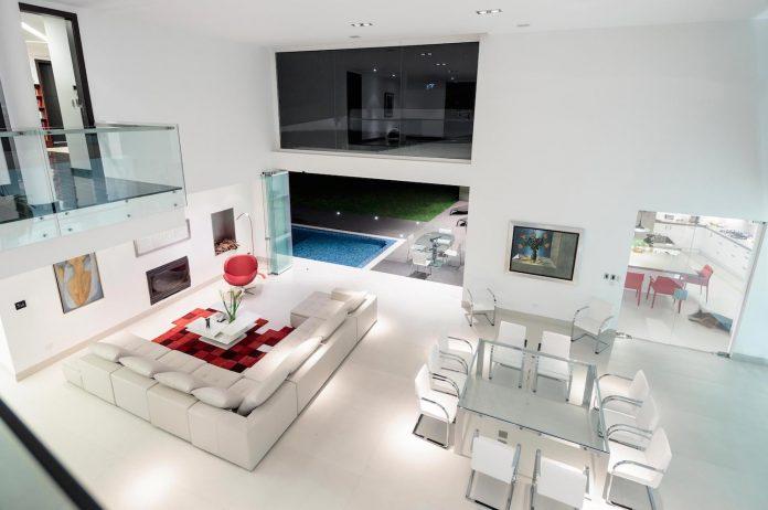 cumbaya-ultramodern-white-house-diego-guayasamin-arquitectos-12