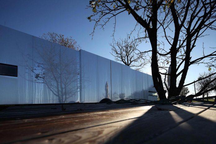 delugan-meissl-associated-architects-design-casa-invisibile-flexible-prefabricated-wood-structure-home-01