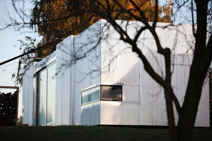 delugan-meissl-associated-architects-design-casa-invisibile-flexible-prefabricated-wood-structure-home-02