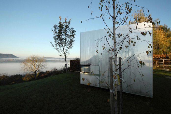delugan-meissl-associated-architects-design-casa-invisibile-flexible-prefabricated-wood-structure-home-05