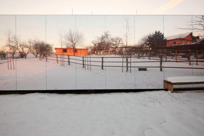 delugan-meissl-associated-architects-design-casa-invisibile-flexible-prefabricated-wood-structure-home-09