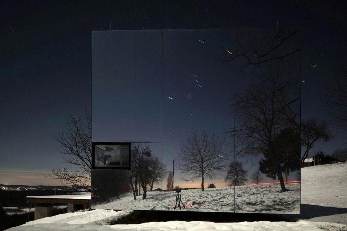 delugan-meissl-associated-architects-design-casa-invisibile-flexible-prefabricated-wood-structure-home-16