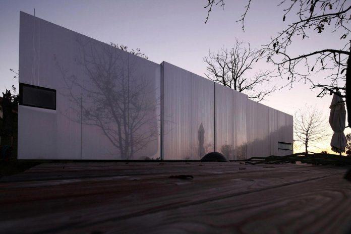 delugan-meissl-associated-architects-design-casa-invisibile-flexible-prefabricated-wood-structure-home-18