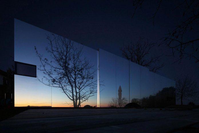 delugan-meissl-associated-architects-design-casa-invisibile-flexible-prefabricated-wood-structure-home-19