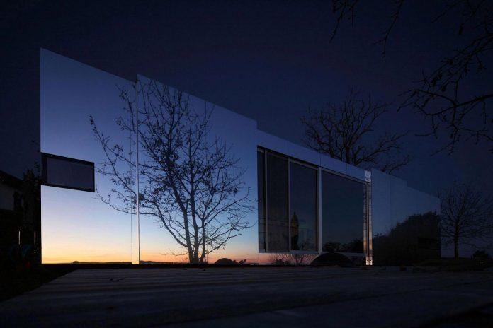 delugan-meissl-associated-architects-design-casa-invisibile-flexible-prefabricated-wood-structure-home-20