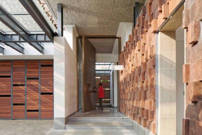 denpassar-traditional-javanese-house-modern-look-designed-atelier-cosmas-gozali-05