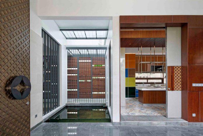 denpassar-traditional-javanese-house-modern-look-designed-atelier-cosmas-gozali-06