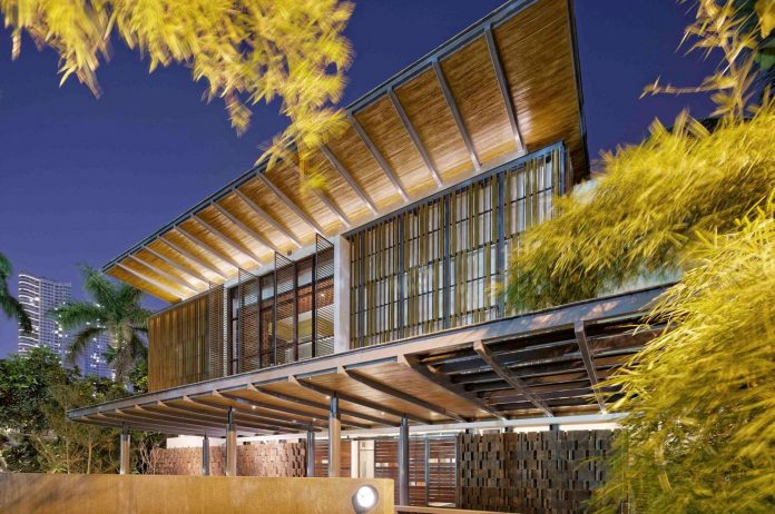 denpassar-traditional-javanese-house-modern-look-designed-atelier-cosmas-gozali-15