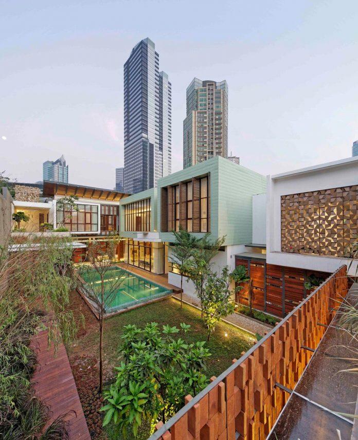 denpassar-traditional-javanese-house-modern-look-designed-atelier-cosmas-gozali-16
