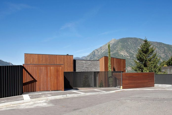 detached-family-house-awesome-views-designed-spanish-firm-gca-architects-01