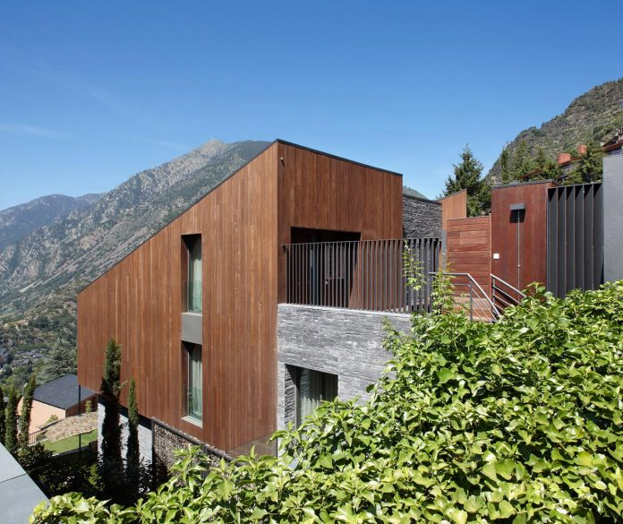 detached-family-house-awesome-views-designed-spanish-firm-gca-architects-02