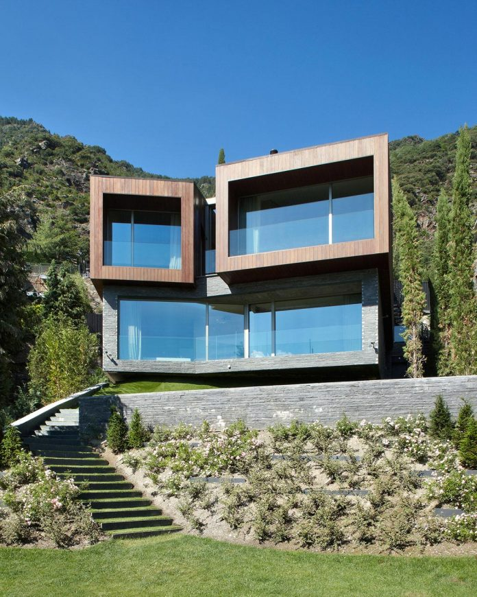 detached-family-house-awesome-views-designed-spanish-firm-gca-architects-03