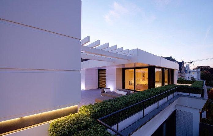 dream-penthouse-hi-macs-shines-roofs-hamburg-08