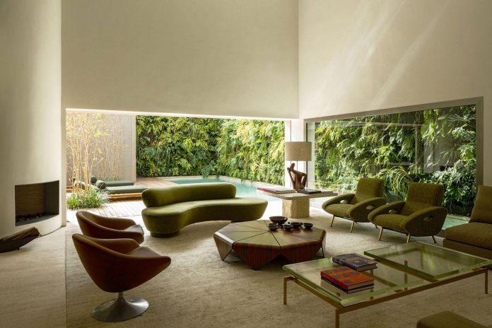 ds-house-gets-renovation-contemporary-villa-sao-paulo-04