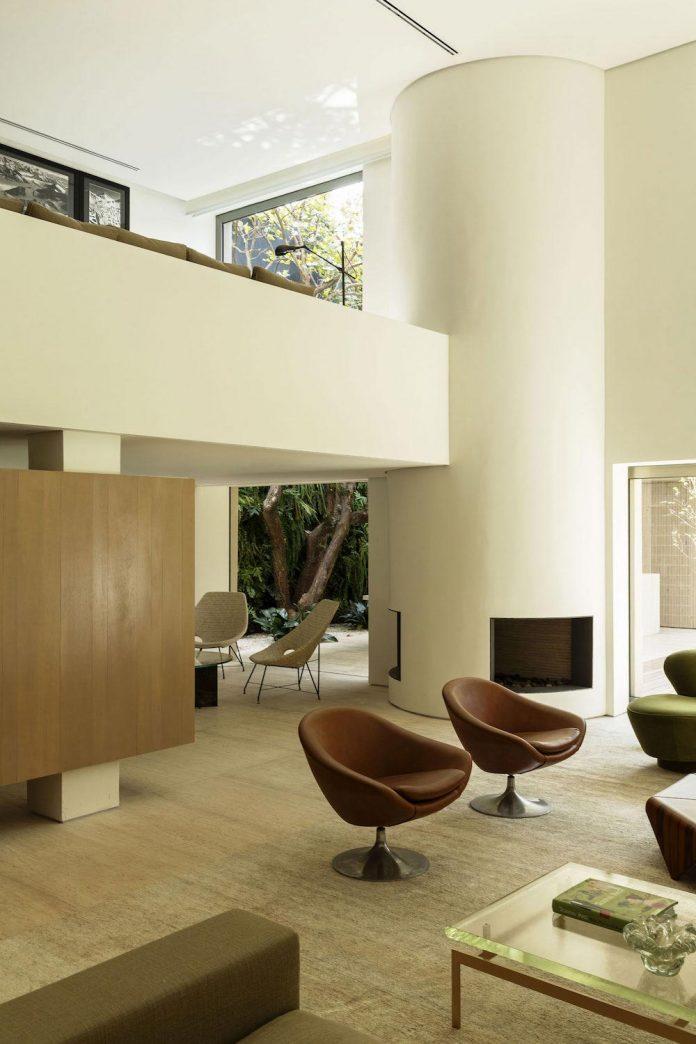 ds-house-gets-renovation-contemporary-villa-sao-paulo-05