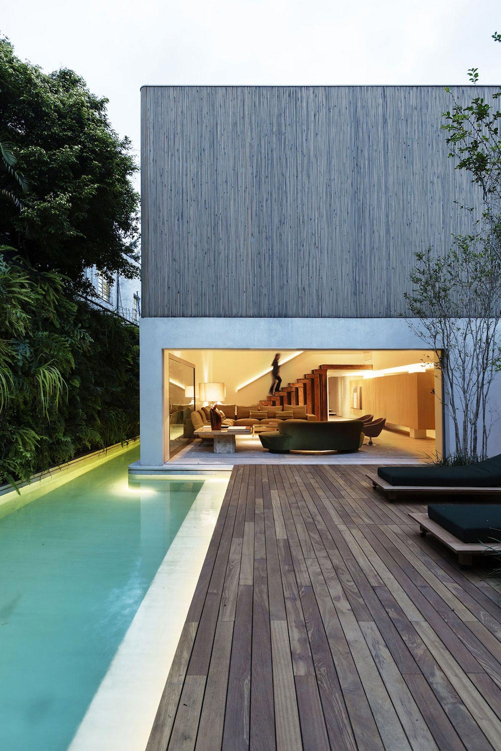 DS House gets a renovation into contemporary villa in São Paulo