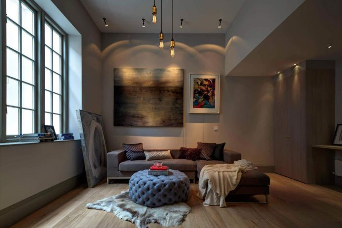 elegant-home-situated-old-edwardian-mews-house-south-west-london-01