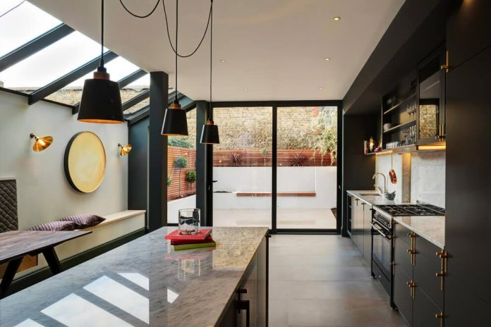 elegant-home-situated-old-edwardian-mews-house-south-west-london-08