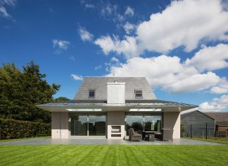 EVA architecten converted an old farmhouse into contemporary Villa Hogebiezen