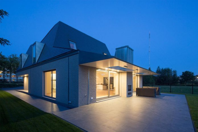eva-architecten-converted-old-farmhouse-contemporary-villa-hogebiezen-03