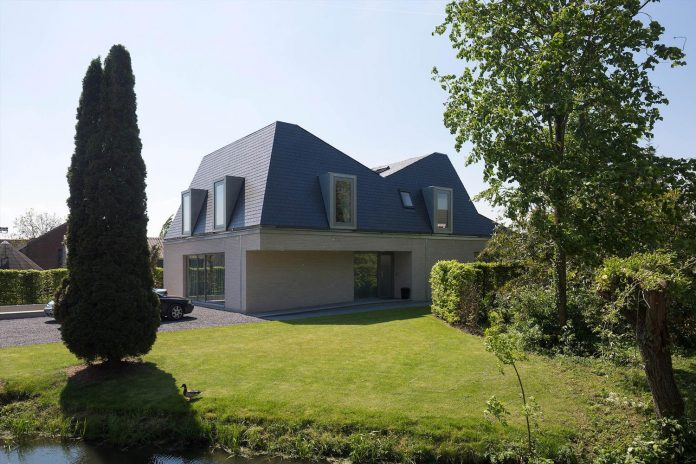 eva-architecten-converted-old-farmhouse-contemporary-villa-hogebiezen-04