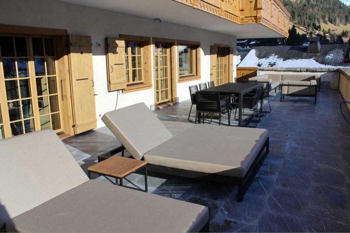 fairytale-mountain-wooden-apartment-rougemont-switzerland-plusdesign-01
