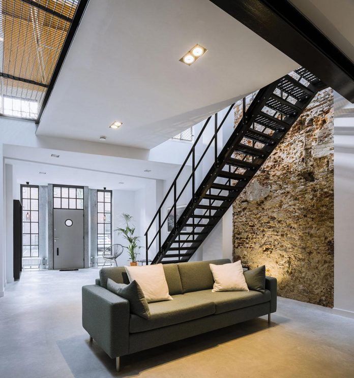 former-office-workshop-completely-renovated-converted-contemporary-loft-03