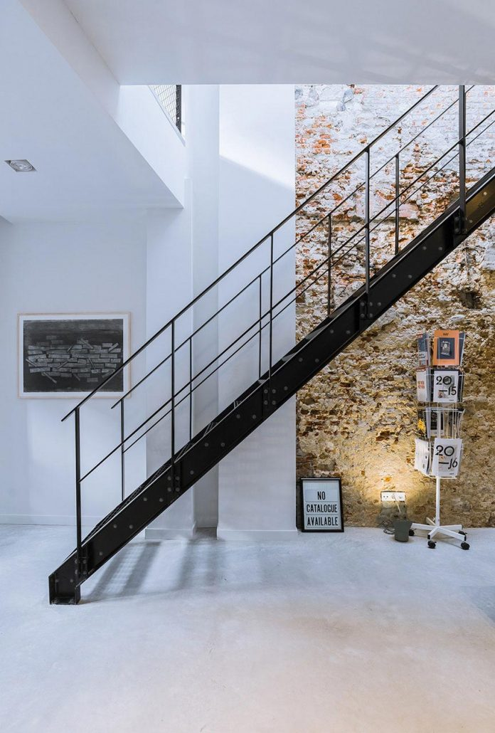 former-office-workshop-completely-renovated-converted-contemporary-loft-05
