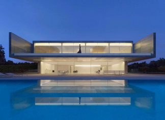 Fran Silvestre Arquitectos design the modern two-storey Aluminium residence located in Madrid