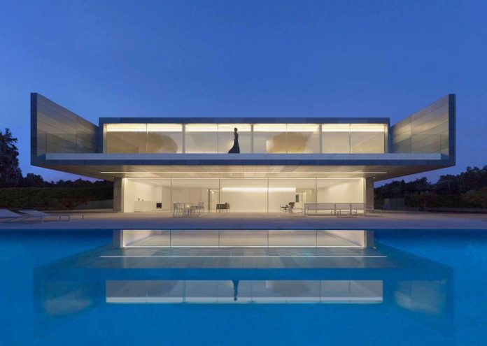 fran-silvestre-arquitectos-design-modern-two-storey-aluminium-residence-located-madrid-01
